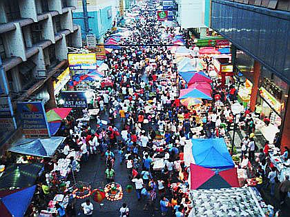 quiapo side walk vendors